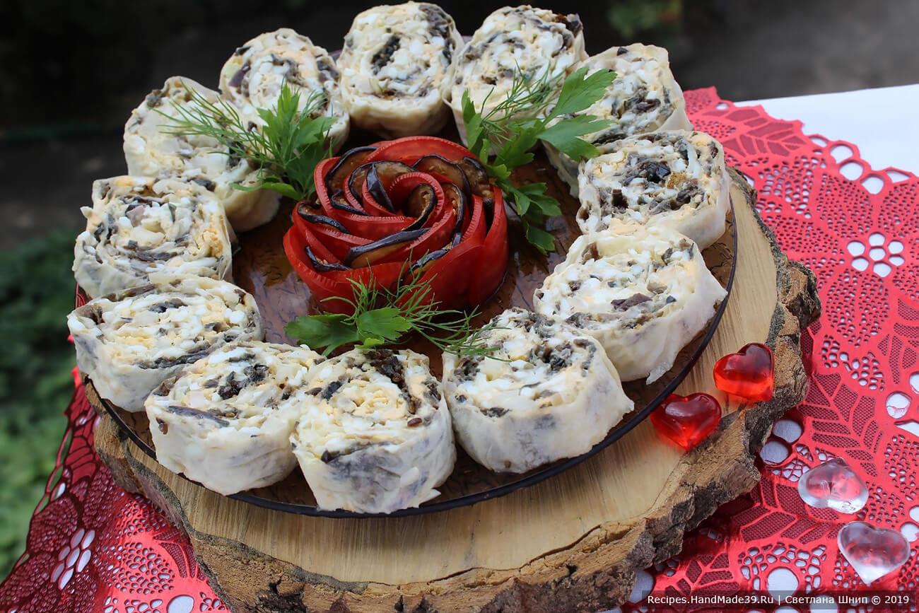 Лаваш с баклажанами, яйцами и маринованным луком