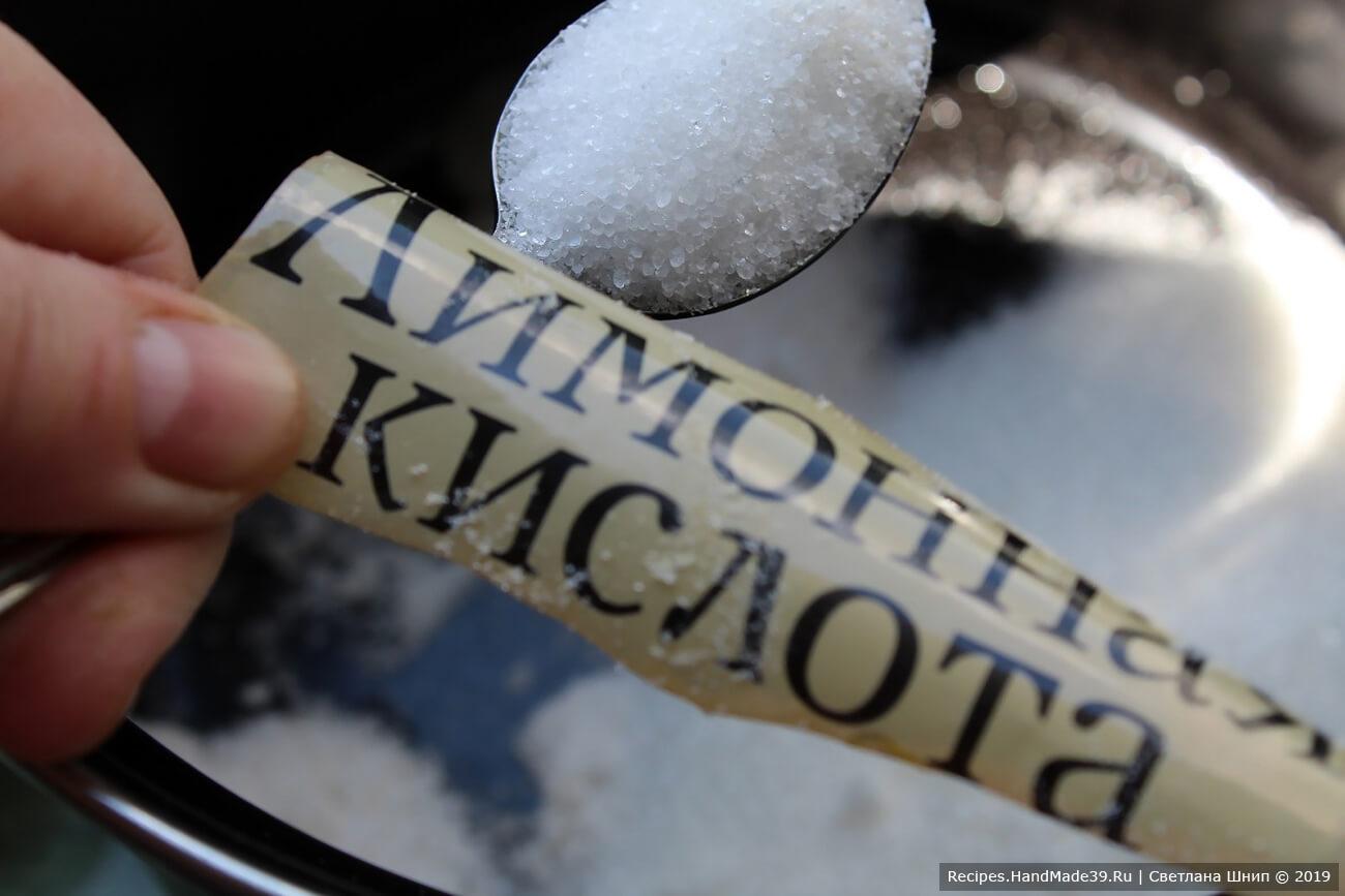 Приготовление маринада: добавить в воду соль, сахар и лимонную кислоту