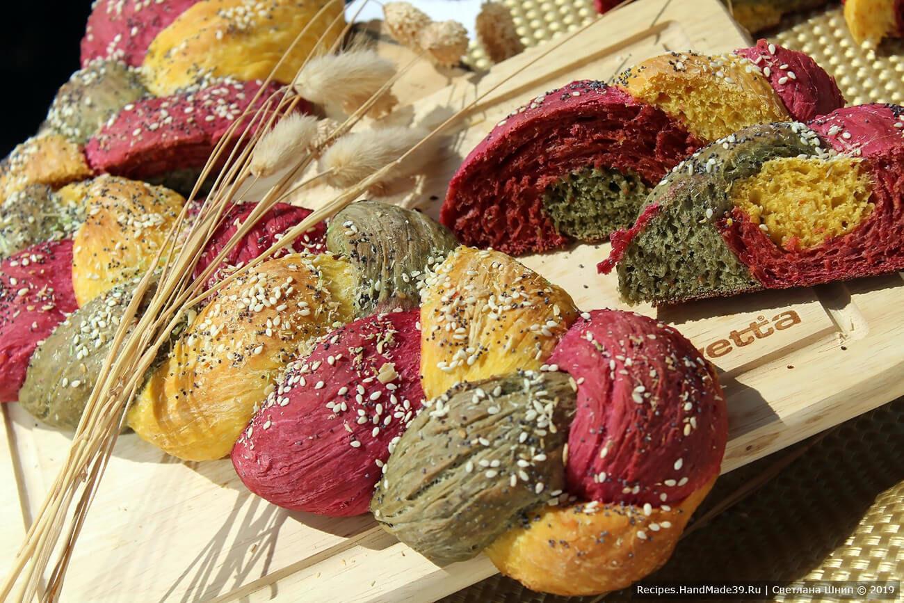 Трёхцветный хлеб-косичка «Светофор» с морковью, свёклой и шпинатом