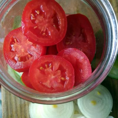 Слой помидоров кольцами