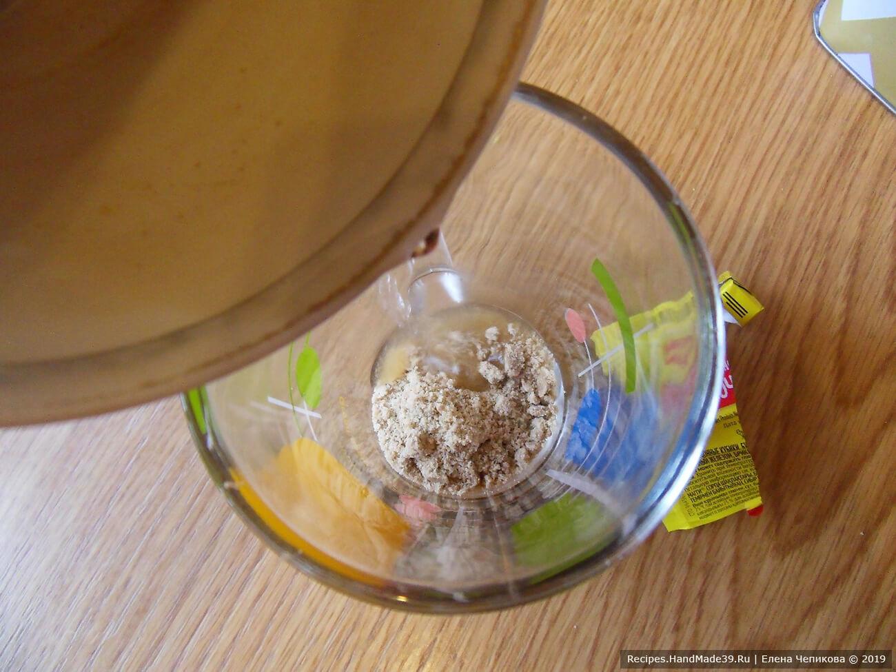 Бульонный кубик растворить в кипящей воде, соединить с овощным пюре