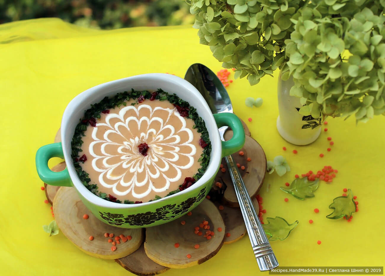 Чечевичный крем-суп на курином бульоне