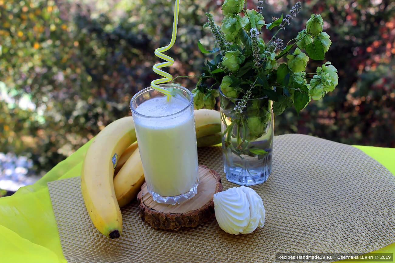 Бананово-зефирный смузи на кефире