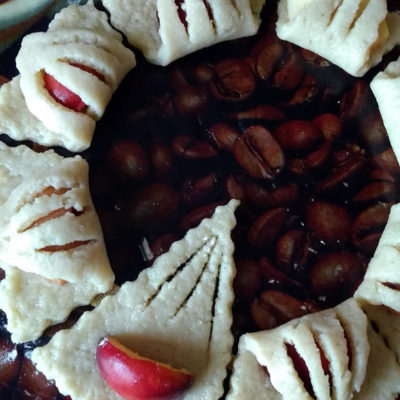 Накрыть узкой частью, формируя пирожки