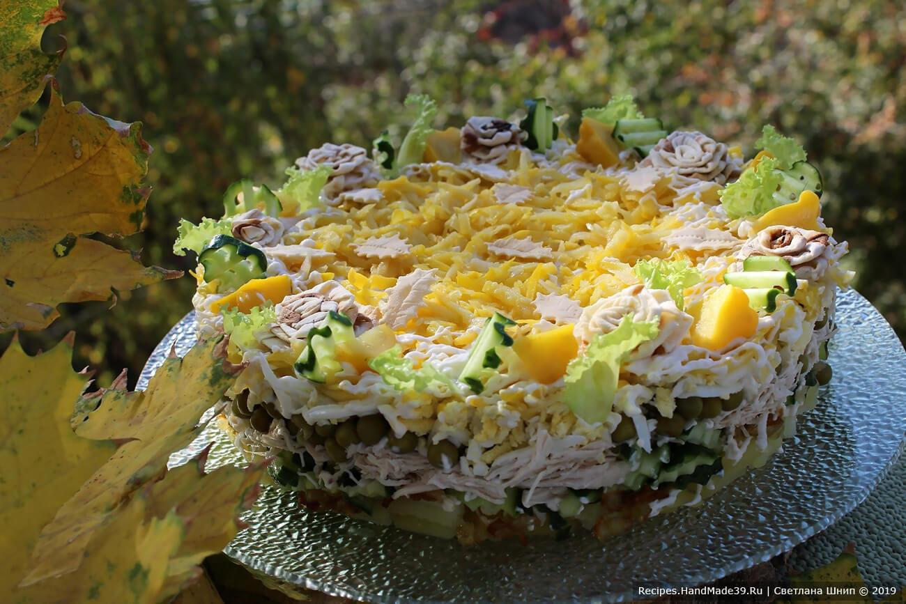 Многослойный салат с маринованными патиссонами и курицей