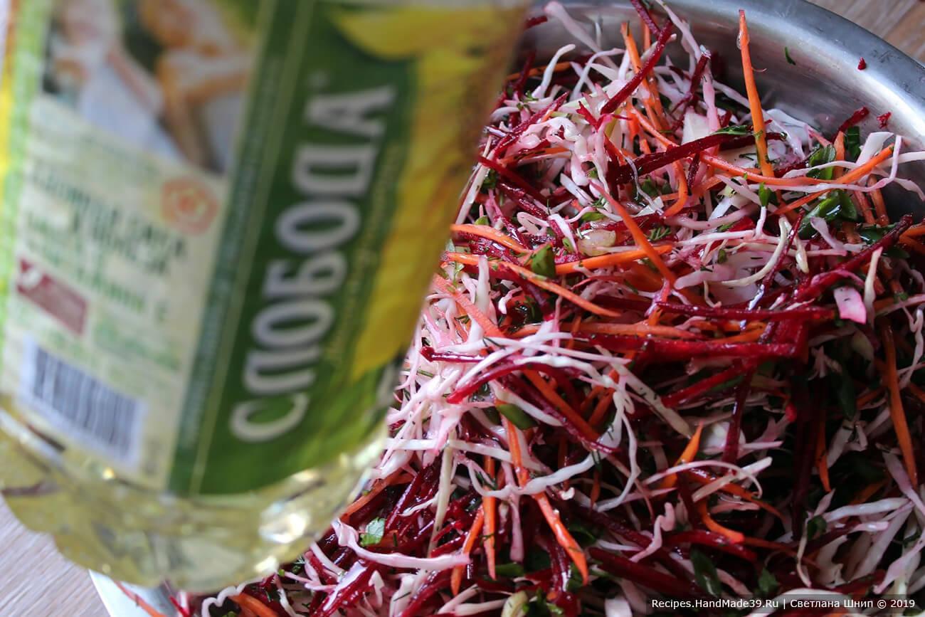 Добавить немного оливкового или нерафинированного подсолнечного масла
