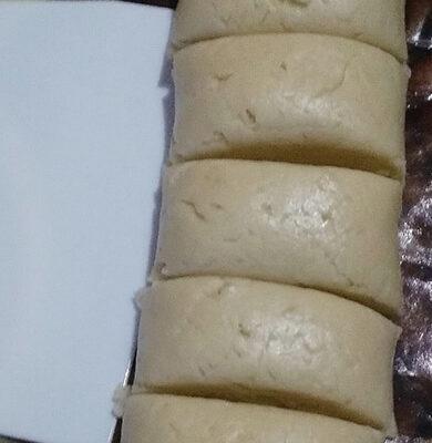 Тесто для торта поделить на куски (я разделила на 8 шт.)