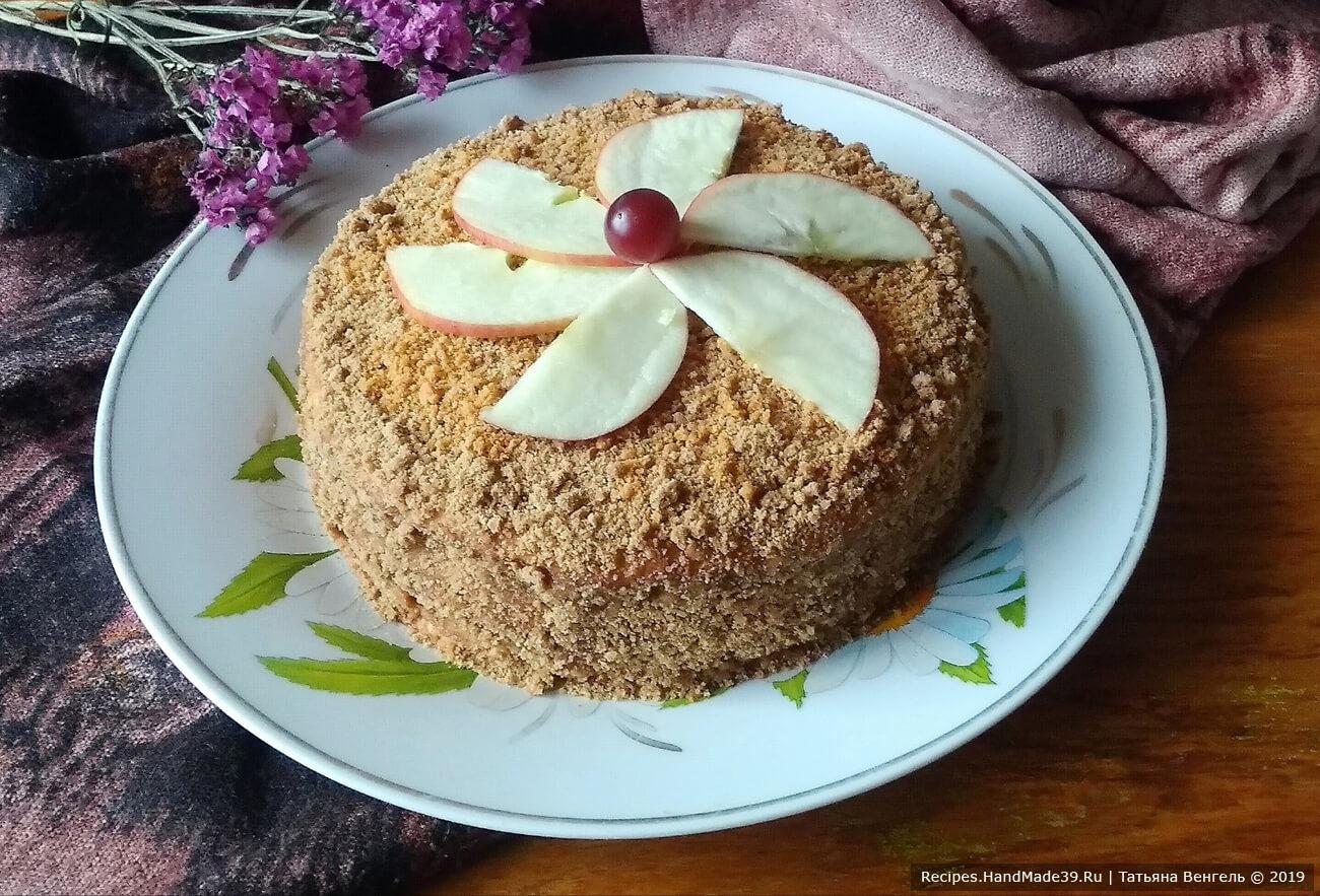 Бока торт из песочного теста промазать тоже повидлом и обсыпать торт крошкой, приятного аппетита!