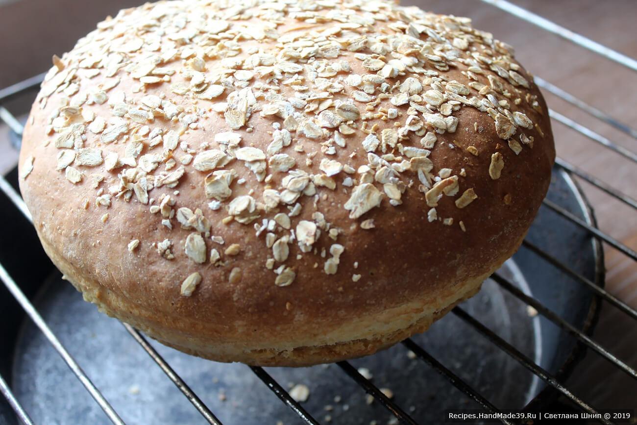 Выпекать пшенично-овсяный хлеб  30-40 минут в духовке, предварительно разогретой до температуры 200 °C. Приятного аппетита!