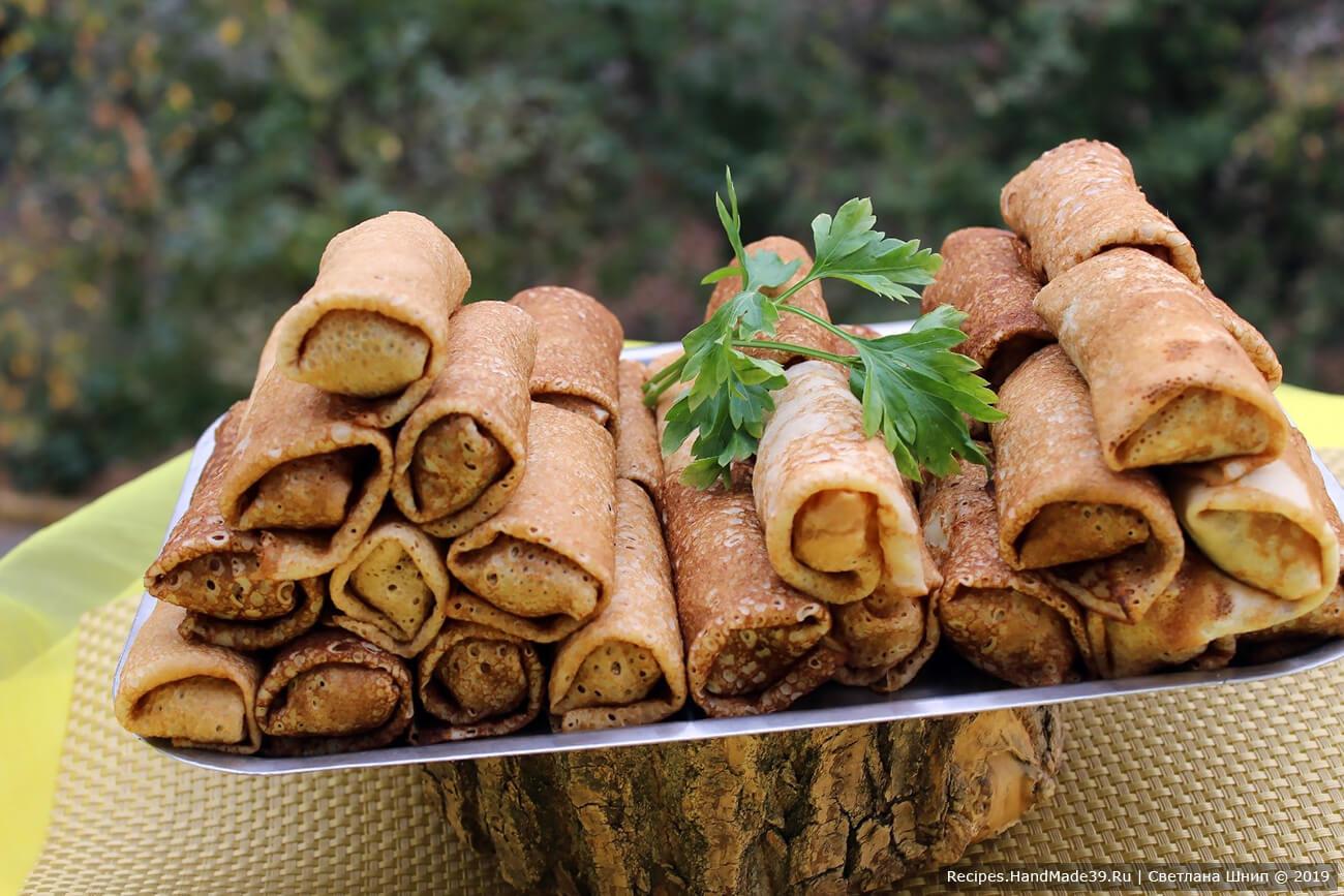 Блинчики вкусны как в горячем, так и в холодном виде. Подавать со сметаной или растопленным сливочным маслом