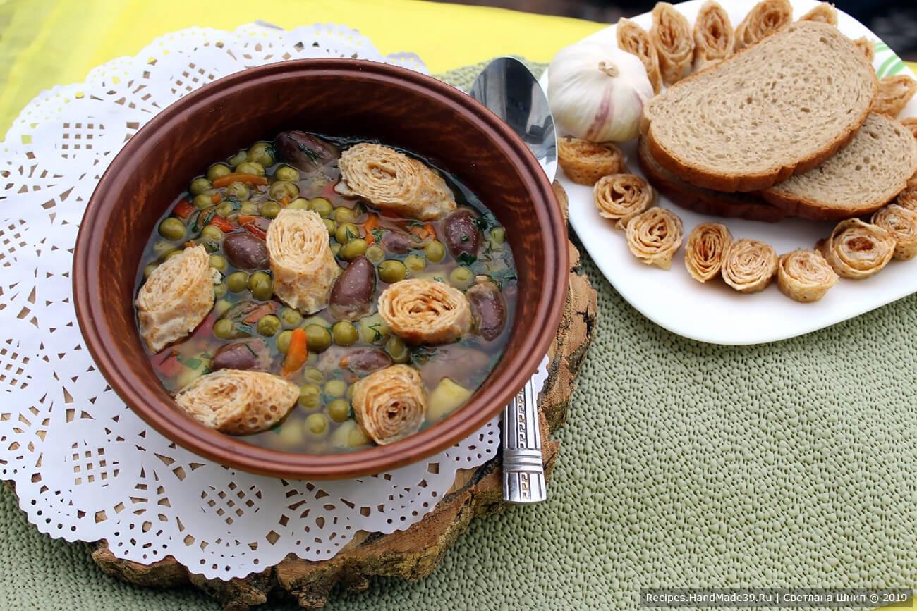 Суп с куриными сердечками и блинными рулетиками