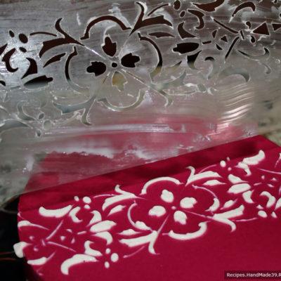 Сельдь под шубой с желатином – фото шаг 21. Украшение салата с помощью трафарета