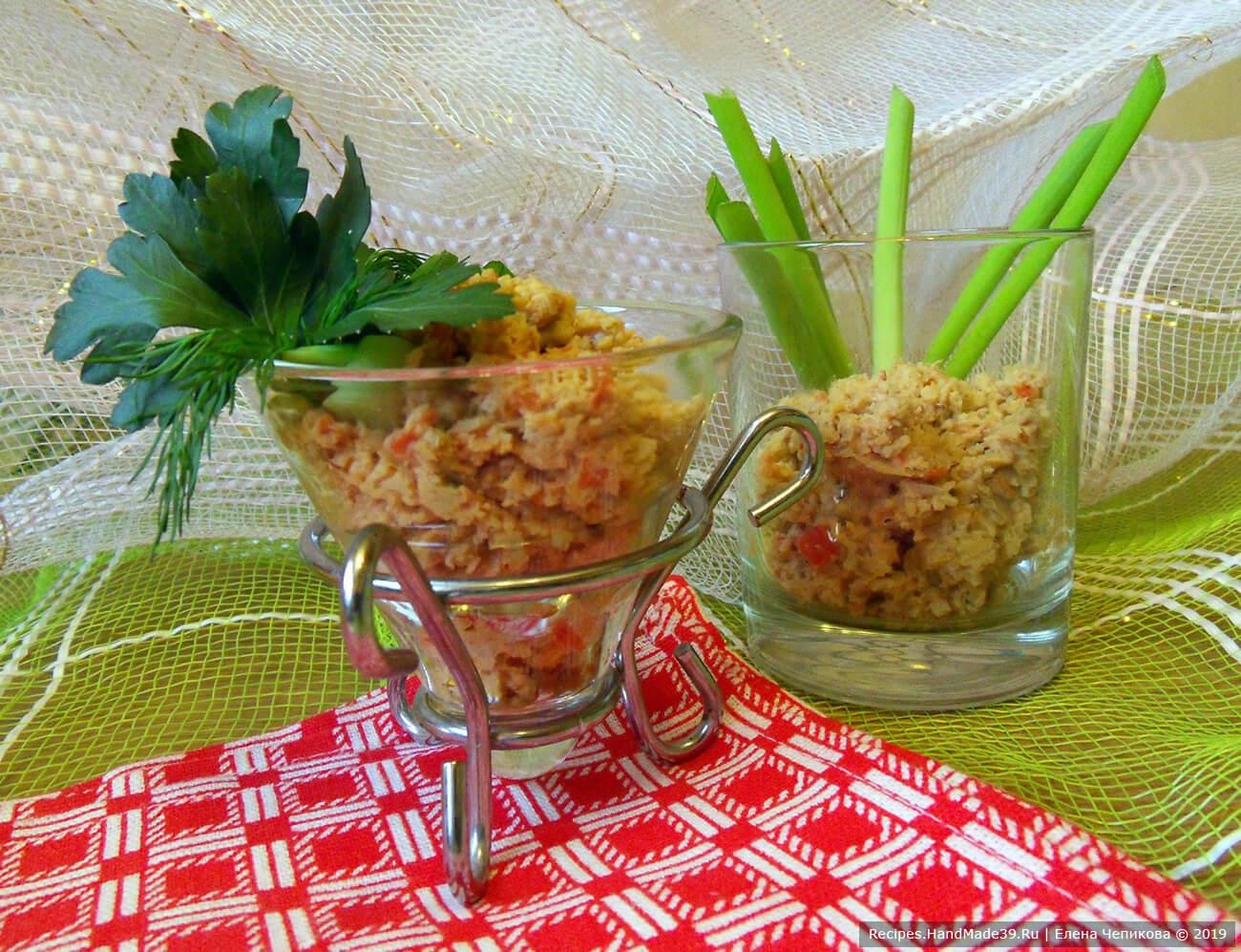 Подавать «икру» с зелёным луком и тостами. Приятного аппетита!