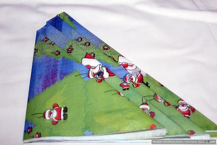 Отогнуть последний треугольник слева направо, отступая сверху 1 см