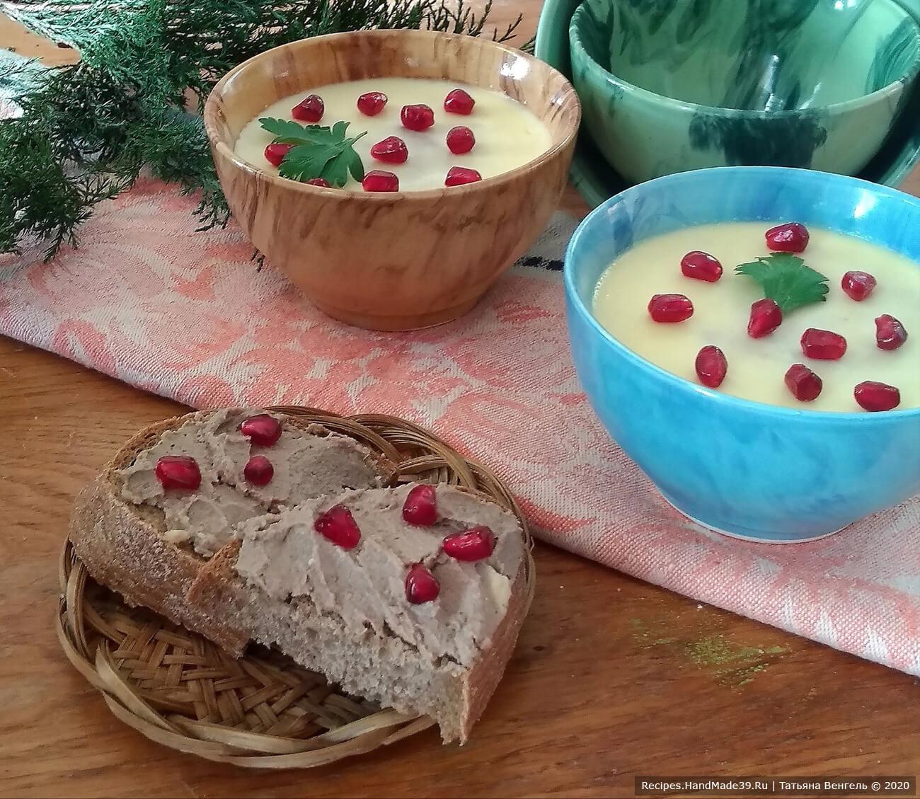 Паштет легко намазывается на хлеб, приятного аппетита!