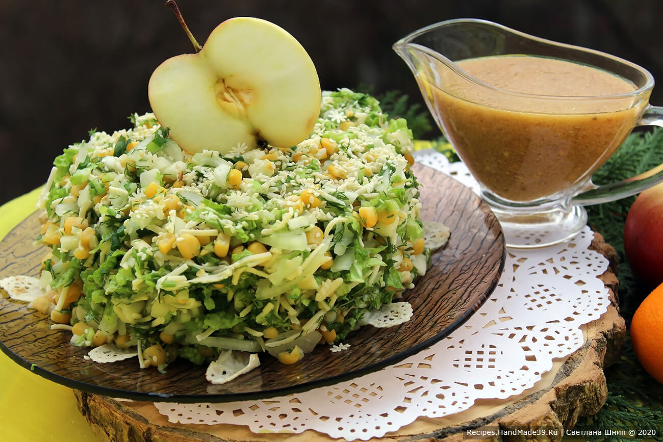 Для горчичной заправки соединить все ингредиенты, перемешать. Заправкой поливать салат уже в тарелке. Приятного аппетита!