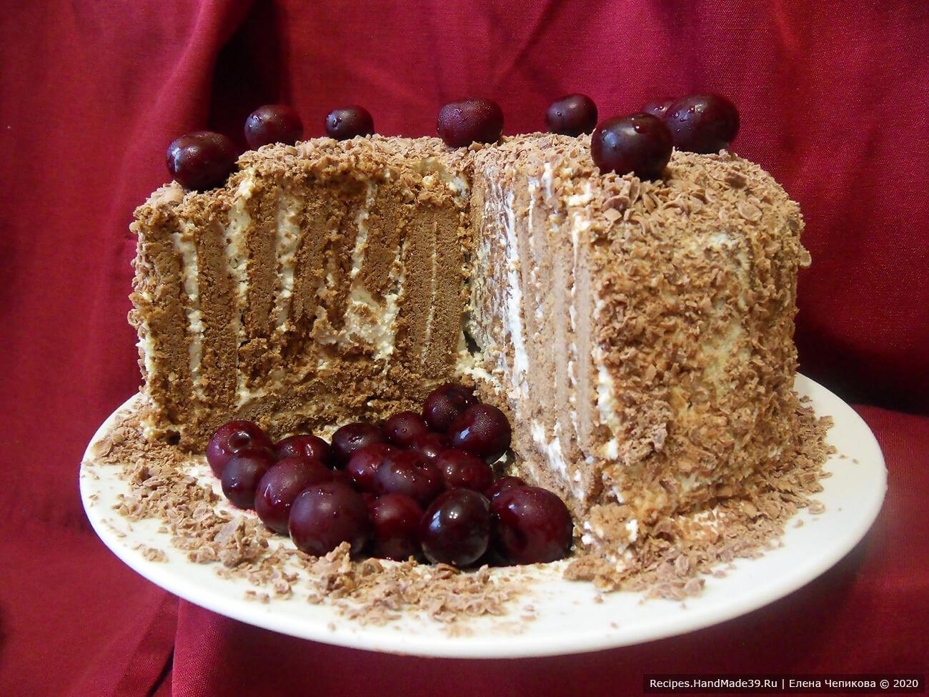 Украсить по своему желанию. Я добавила вишен – кислинка отлично сочетается со сладким вкусом торта