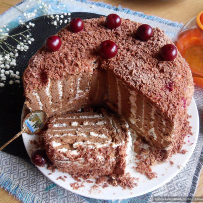 Торт «Полосатый рейс» из печенья с творожным кремом