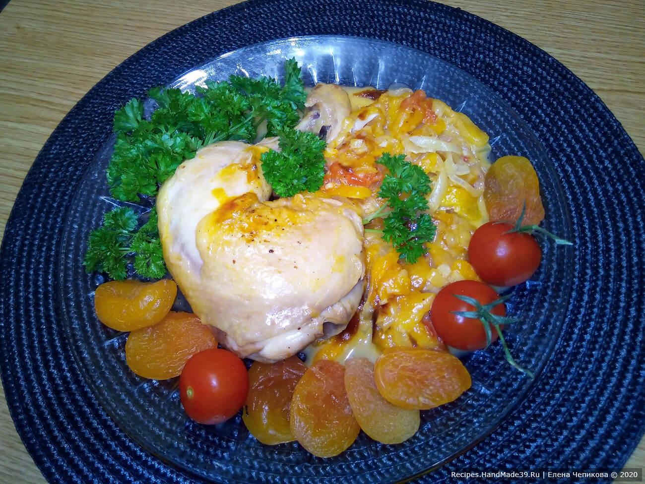 Курица, тушённая с овощами и курагой