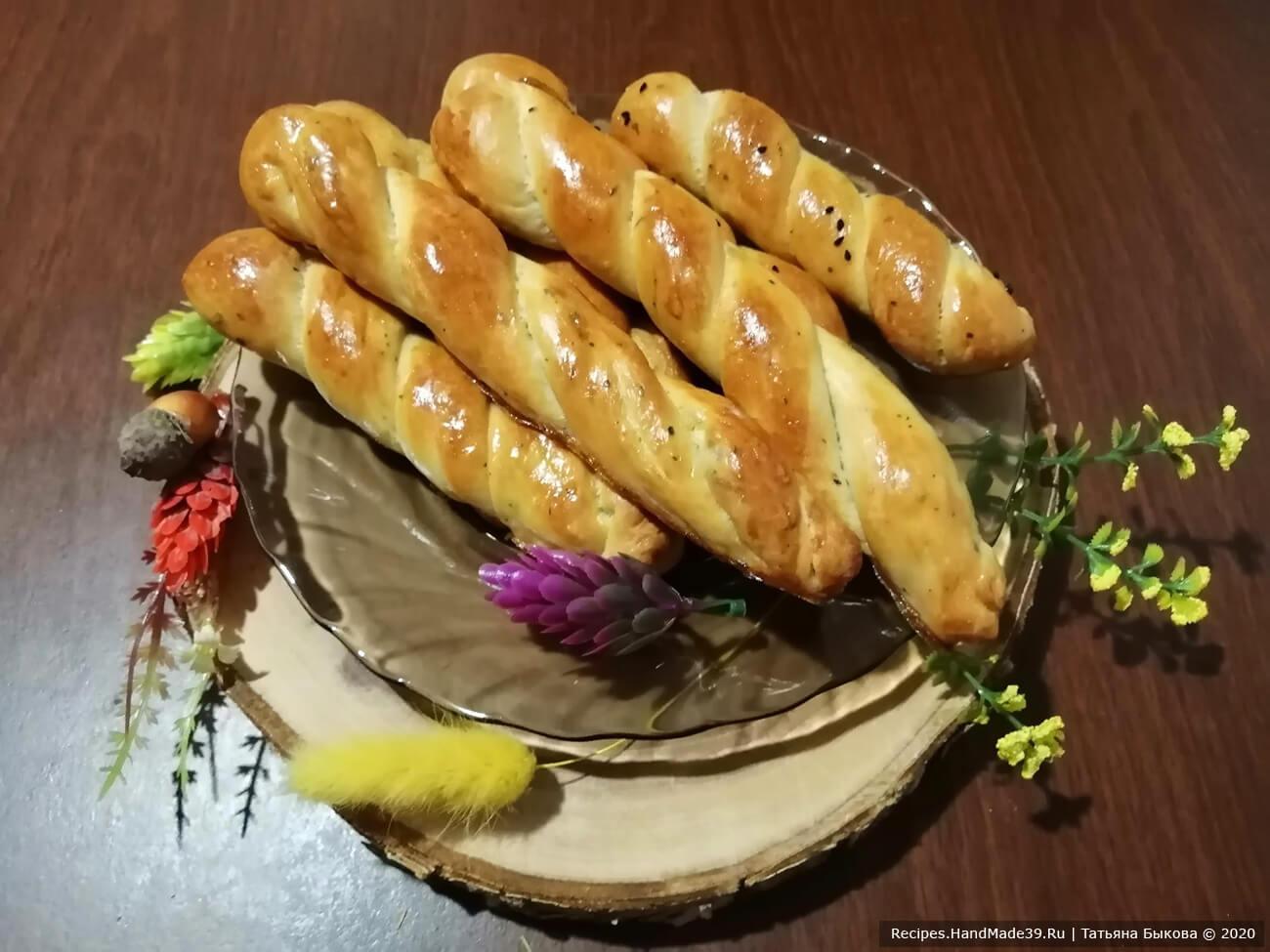 Дрожжевые булочки с зелёным луком и сыром