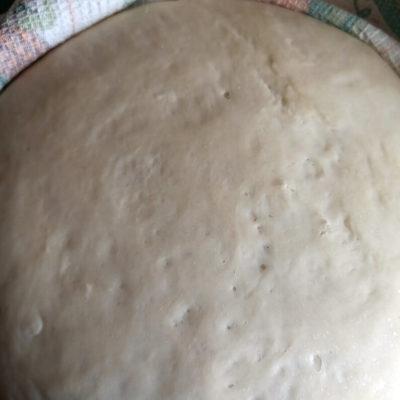Тесто для постных рогаликов оставить на подход на 40 минут в тёплом месте, прикрыв полотенцем