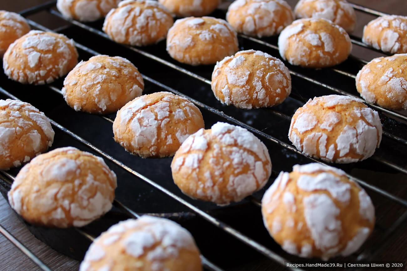 Мраморное апельсиновое печенье «Трещинки» выпекать 12-15 минут в духовке, разогретой до температуры 180 °C