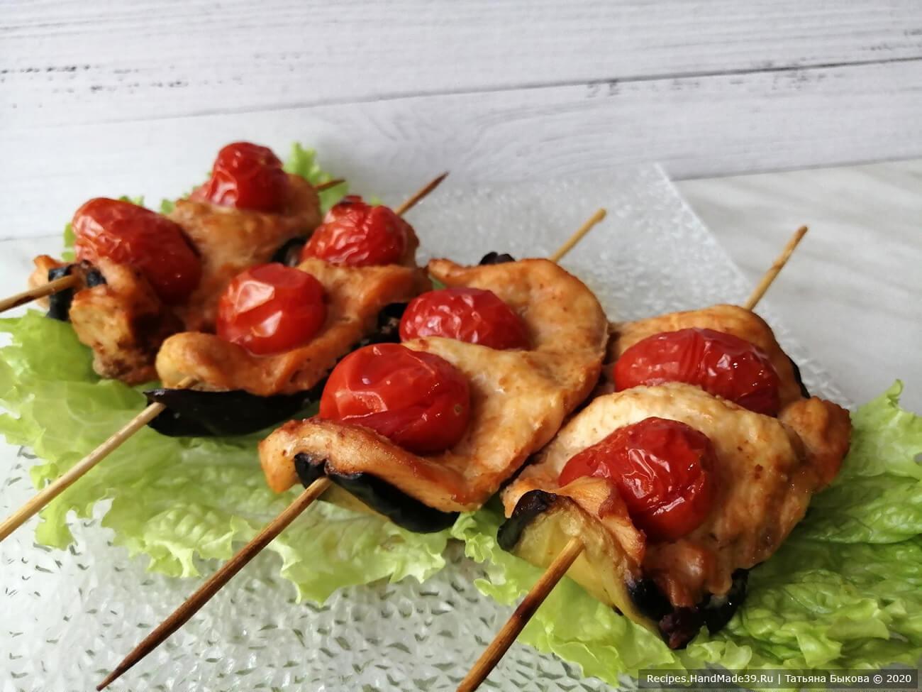 Шашлычки получаются очень красивыми, их вполне можно подавать гостям на праздник. Приятного аппетита!