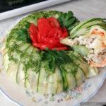Праздничный салат с курицей и огурцами