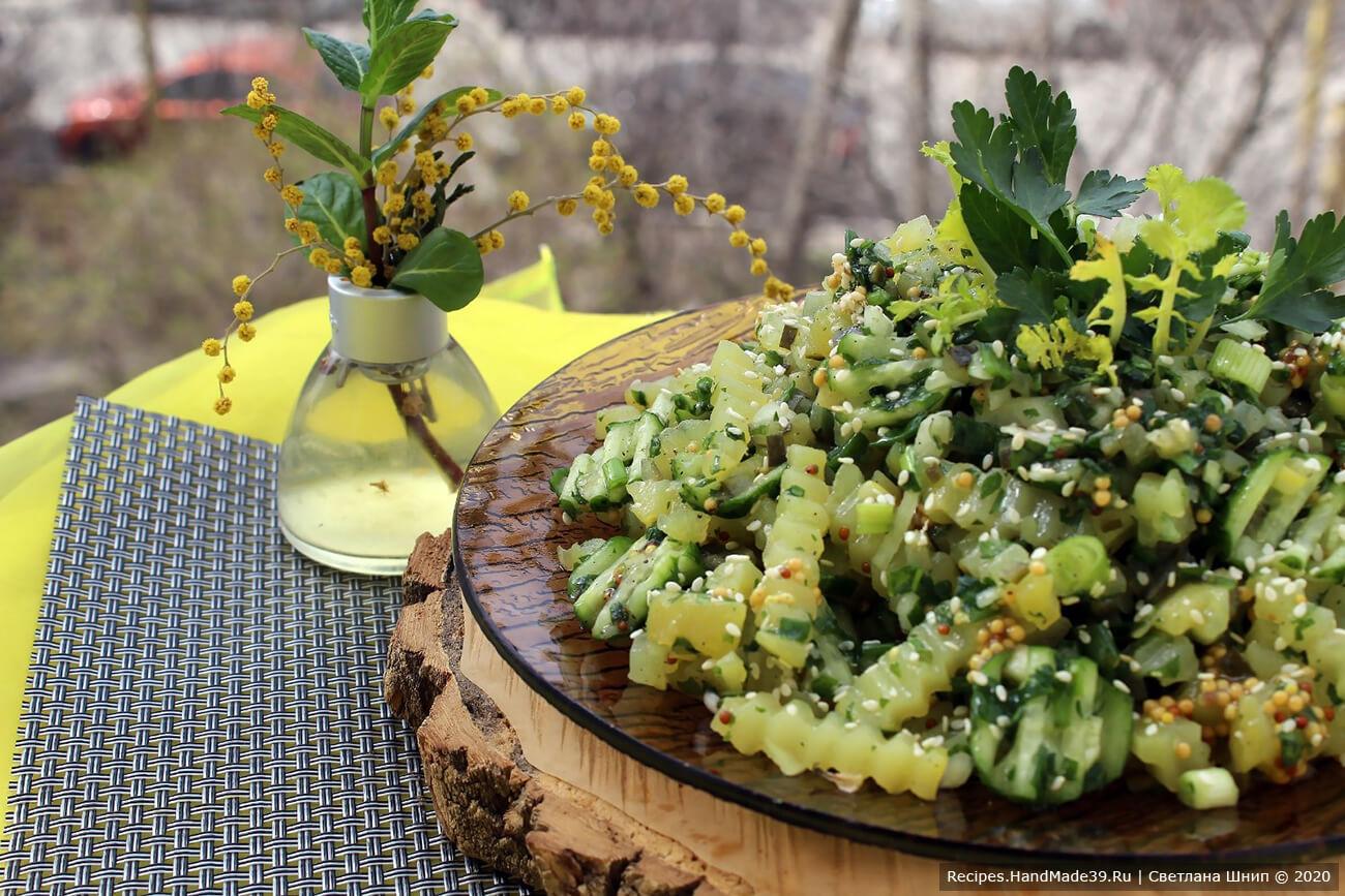 Постный салат можно украсить зеленью