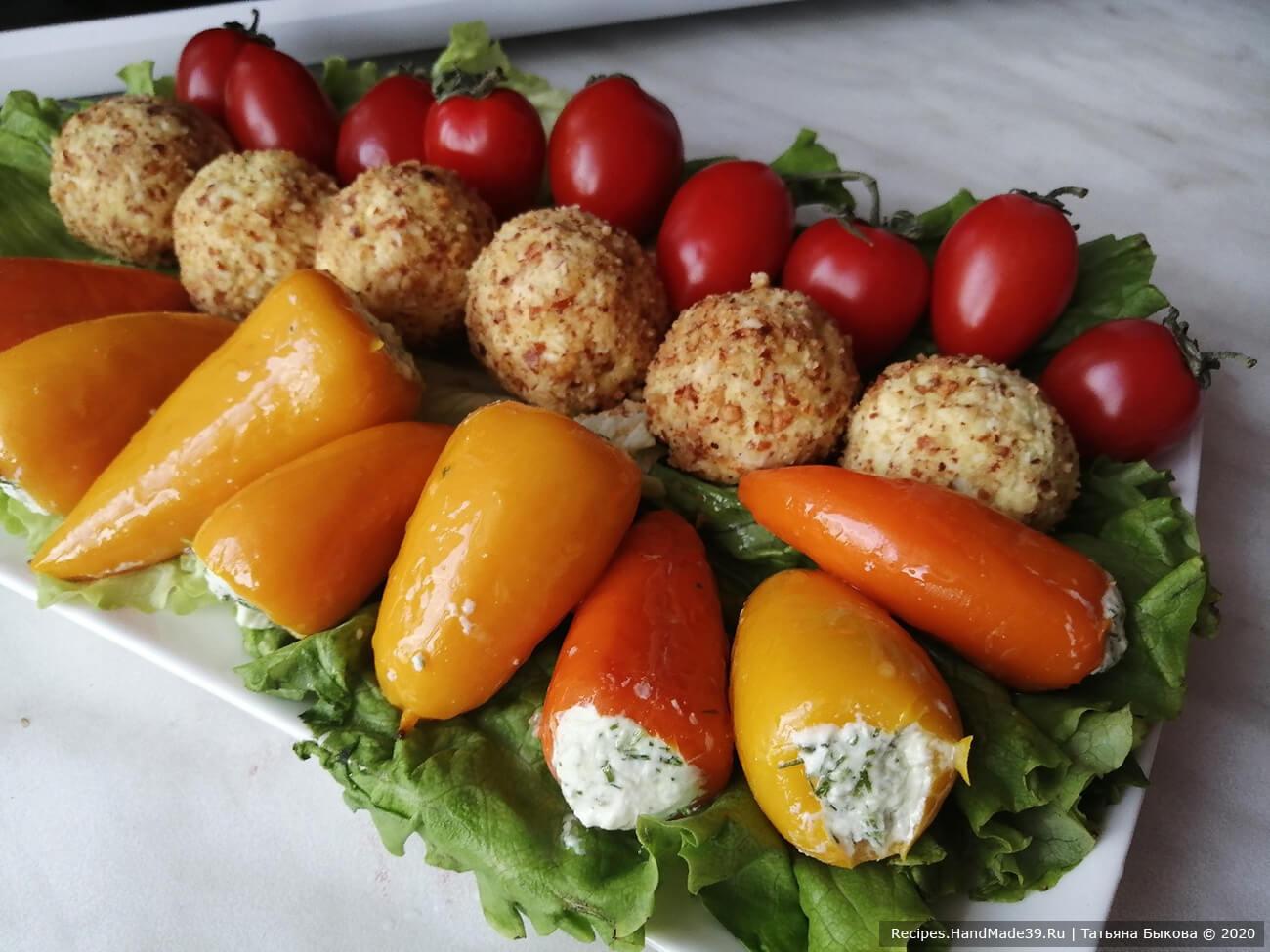 Мини-перцы, фаршированные творожным сыром и маринованные в острой заливке