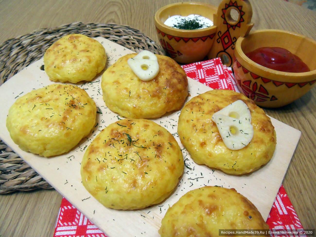 Оладьи из картофельного пюре с сыром, запечённые в духовке