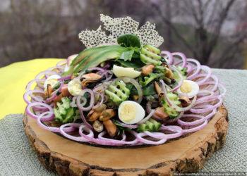 Салат с морским коктейлем и авокадо «Морской бриз» – пошаговый рецепт с фото