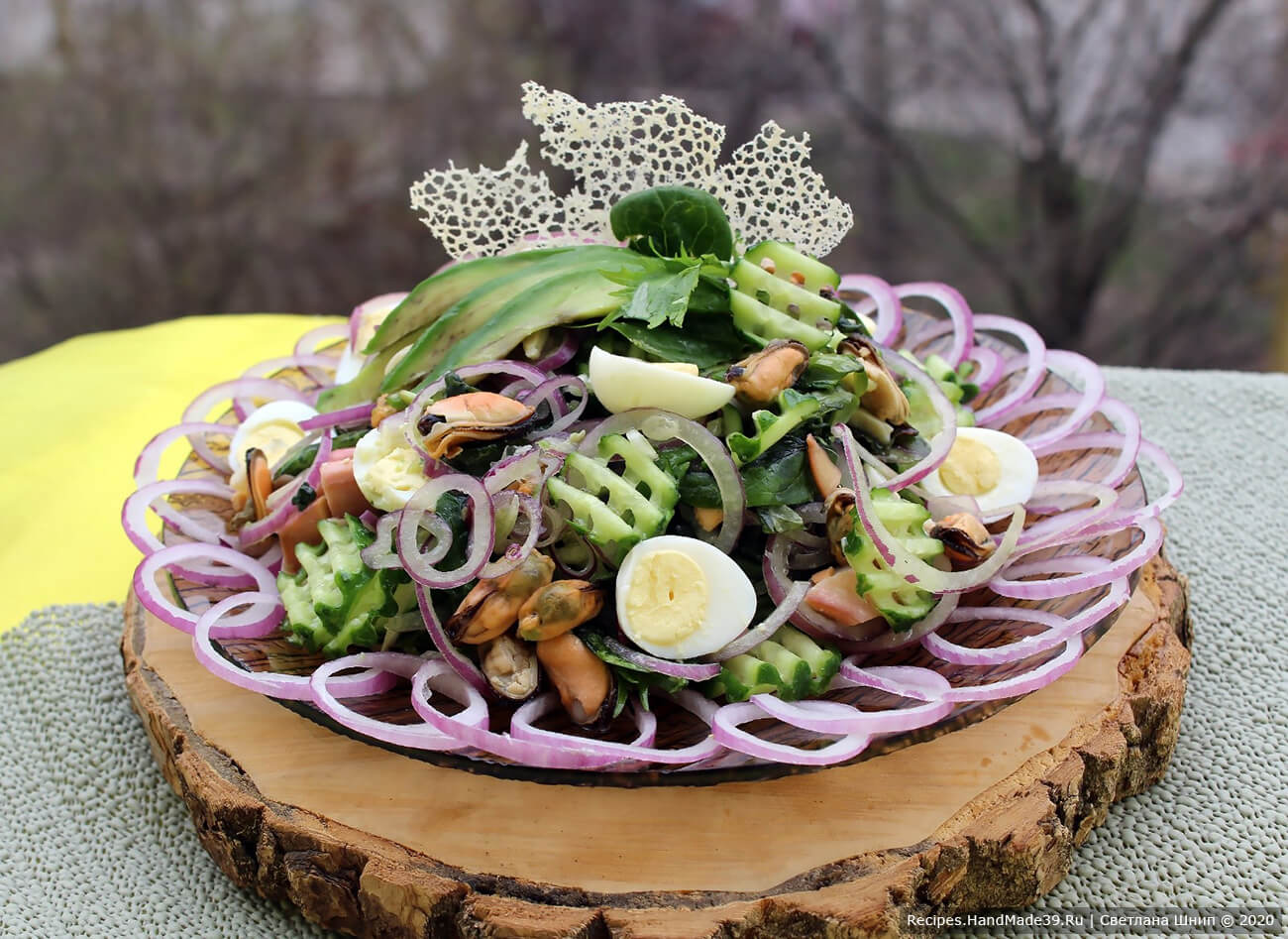 Салат из морепродуктов и авокадо «Морской бриз»