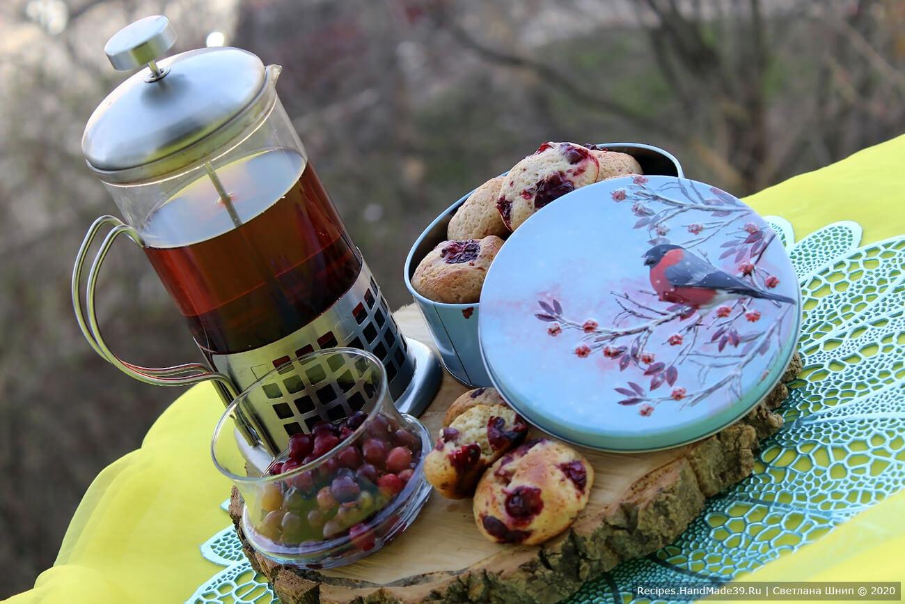Печенье с брусникой выпекать 15-20 минут в духовке, предварительно разогретой до температуры 180 °C
