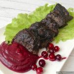 Оленина по-фински с клюквенным соусом