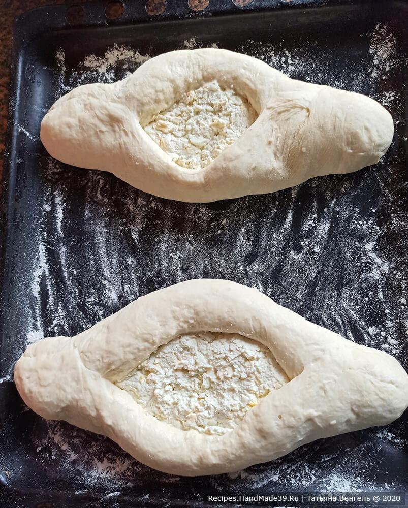 Хачапури по-аджарски с сулугуни и творогом – фото шаг 14