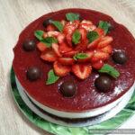 Шоколадно-клубничный муссовый торт