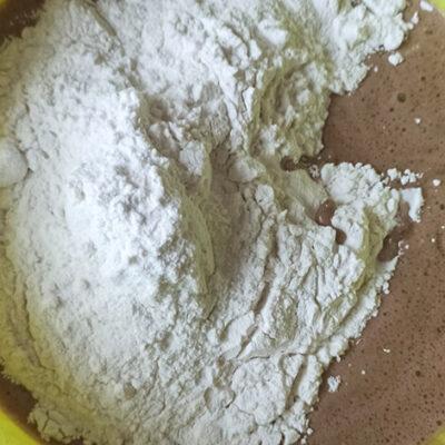 Торт с зефирным муссом – фото шаг 4. Добавить муку