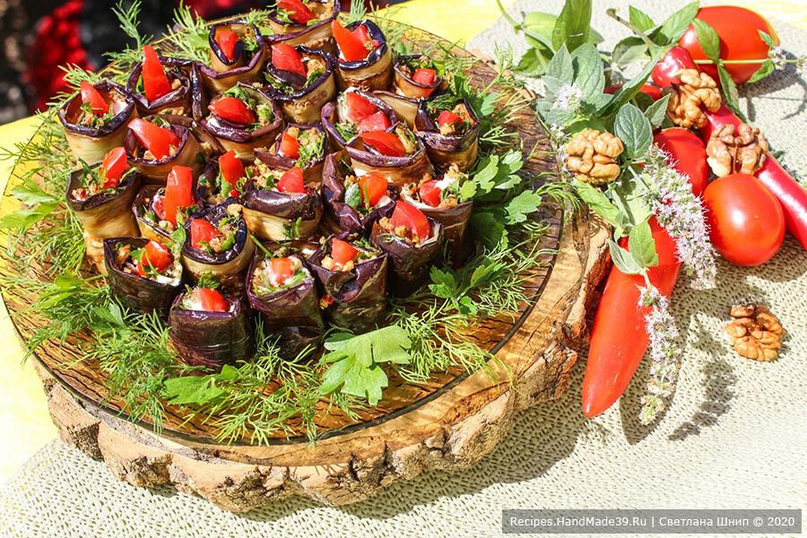 Рулетики из баклажанов с помидорами и орехами по-грузински