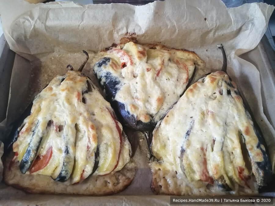 Веер из баклажанов – фото шаг 8. Запекать фаршированные баклажаны 20 минут в духовке, разогретой до температуры 180 °C. Через 20 минут накрыть форму с баклажанами фольгой и запекать ещё 25-30 минут до готовности овощей