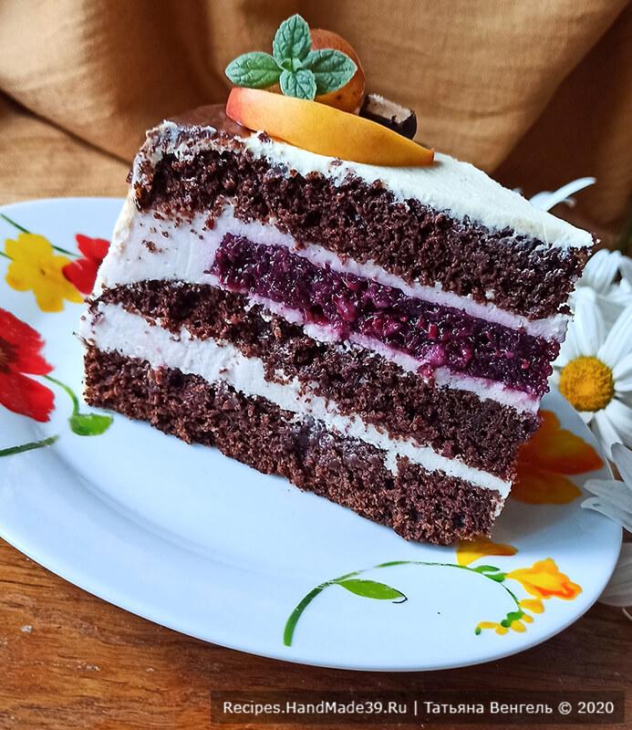 Бисквитный торт с конфи – фото шаг 20. Поставить торт для стабилизации в холодильник. Украсить по своему вкусу. Приятного аппетита!