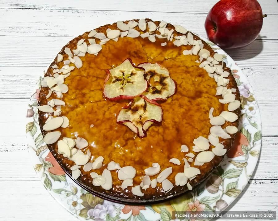Янтарный яблочный пирог со сливочной карамелью