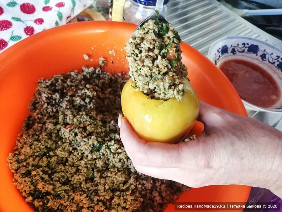 Долма из баклажанов – фото шаг 9. Овощи начинить фаршем и сложить в форму