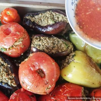 Долма из баклажанов – фото шаг 10. Фаршированные овощи залить соком помидоров