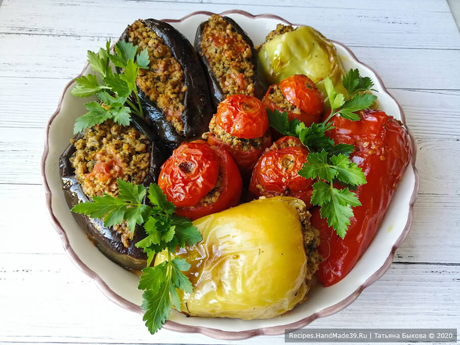 Азербайджанская долма из баклажанов, перцев и помидоров «Три сестры»