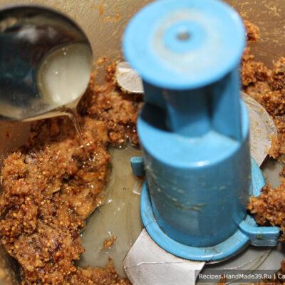 Печенье с инжиром – фото шаг 9. Добавить мёд и лимонный сок
