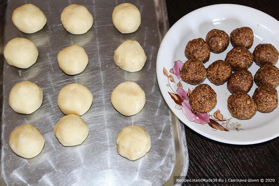 Печенье с инжиром – фото шаг 11. Тесто разделить на 12 частей. Аналогично поступить с начинкой