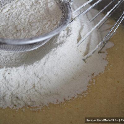 Овсяное печенье – фото шаг 4. Добавить муку