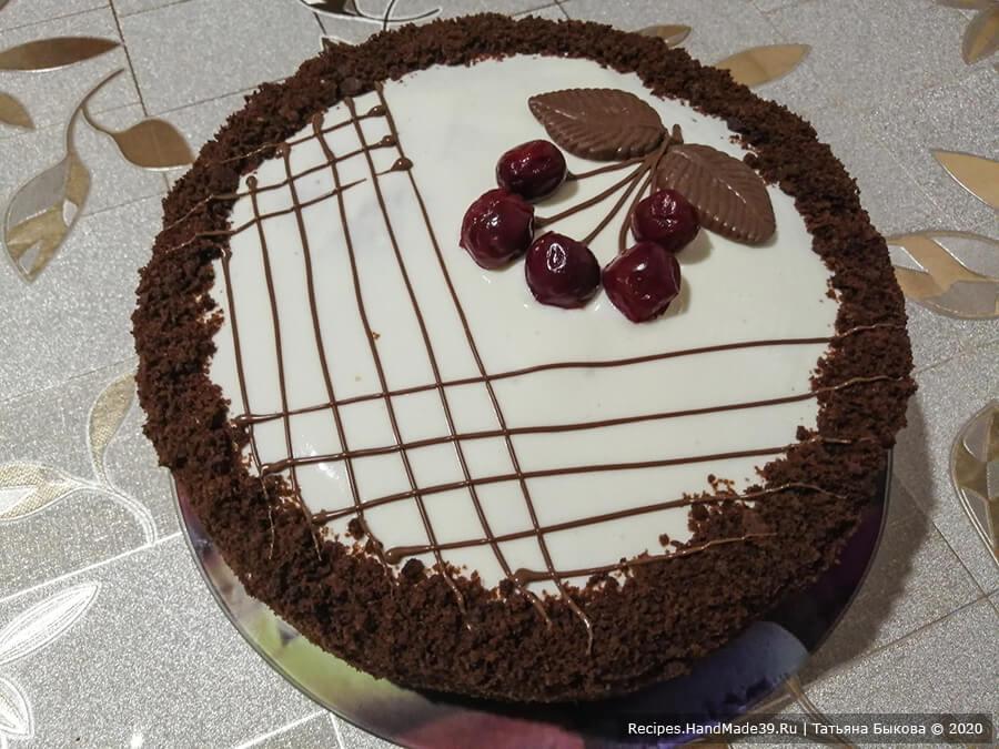Шоколадный торт «Вишнёвый каприз» – фото шаг 13. Поставить торт охлаждаться на час, чтобы крем стабилизировался. После этого верх торта украсить по своему вкусу. Приятного аппетита!
