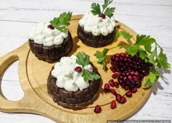Печёночные кексы с овощной начинкой и сырной шапочкой – пошаговый рецепт с фото